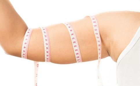 胳膊粗要怎么减 瘦胳膊的方法有哪些 胳膊粗如何穿衣搭配