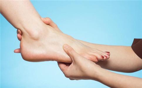 刮痧能治足跟痛吗 足跟痛要注意什么 足跟痛的刮痧疗法