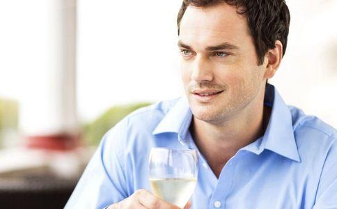男人毛孔粗大什么原因 毛孔粗大的原因 哪些因素导致毛孔粗大