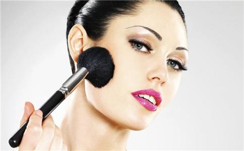 夏季化妆小技巧 夏季怎么化妆才不会脱妆 夏季如何不脱妆
