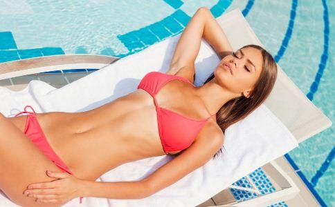 夏季穿什么泳衣好 不同的女人如何选泳衣 女人选购泳衣的方法