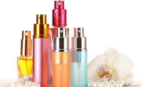 夏季化妆品过敏怎么处理 夏季化妆品过敏怎么办 如何判断自己对化妆品是否过敏
