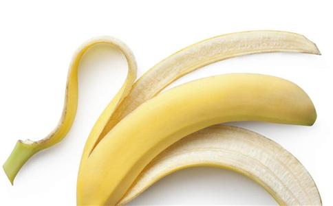 香蕉皮煮水有什么功效作用 香蕉皮煮水有什么作用 香蕉皮的功效