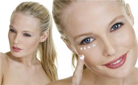 女生什么时候开始用眼霜 使用眼霜注意什么 如何正确使用眼霜
