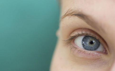 眼睑湿疹应该怎么治 眼睑湿疹治疗方法有哪些 如何治疗眼睑湿疹