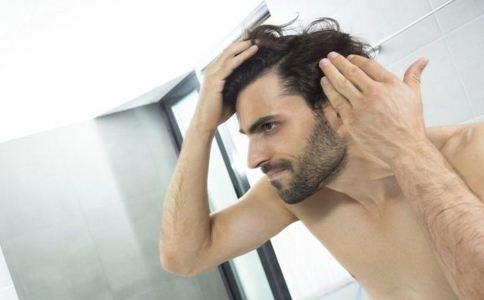 洗头频繁会导致脱发吗 男人脱发吃什么好 哪些原因导致脱发