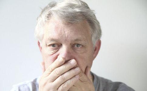 老人总打哈欠是怎么回事 老人打哈欠的原因 老人吃什么好