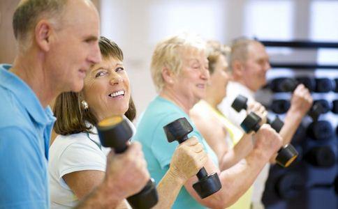 健身时如何坚持下去 健身运动时该怎样坚持 健身的方法有哪些