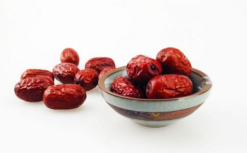 红枣怎样吃好吸收 红枣泡酒的功效有哪些 红枣怎样吃补血