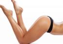 美女健身房练习瘦腿收腹瑜伽