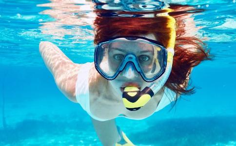 游泳抽筋要如何急救 游泳时抽筋怎么办才好 游泳抽筋怎么办