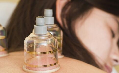 肩周炎是怎么引起的 肩周炎的治疗方法 肩周炎的原因