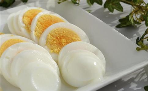 女人经常吃鸡蛋来补血。女人需要多吃三种鸡蛋。