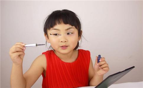 眼线怎么画 画眼线的方法 画眼线要注意什么