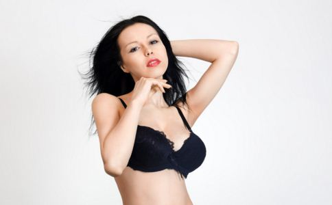 隐形文胸会过敏吗 为什么夏天穿隐形文胸容易过敏 如何预防过敏