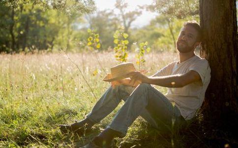 男人睾丸过小影响生育吗 男人睾丸的保养方法 男人睾丸正常大小