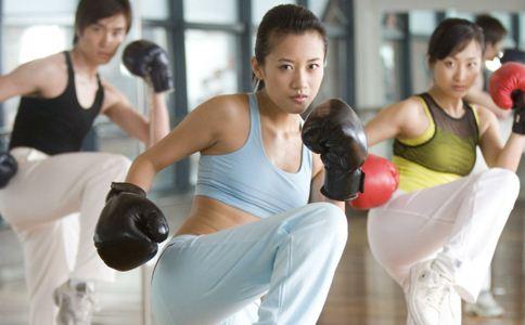 有氧搏击操有哪些基本动作 有氧搏击操的基本动作有哪些 如何练有氧搏击操