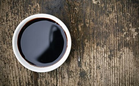 多吃酱油皮肤会变黑吗 吃酱油注意什么
