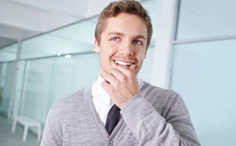 男人刮胡子注意什么 男人刮胡子的方法 男人怎么刮胡子