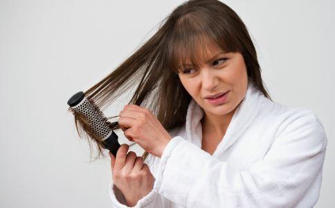 烫发会引起脱发吗 烫头发会掉头发吗 烫发造成掉发怎么办