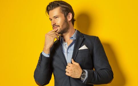 男人带腕表的作用 带手表注意什么 购买手表的方法