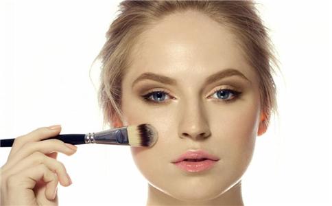 减龄妆要注意什么 怎么化妆才能减龄 什么妆容有减龄效果
