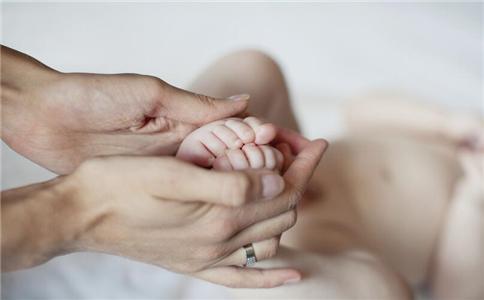 新生儿双腿透明 新生儿双腿透明怎么回事 新生儿先天性皮肤发育不全