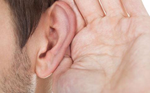 耳朵一直很疼怎么回事 造成中耳炎的原因是什么 中耳炎要怎么治疗