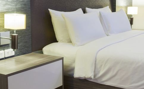 睡前泡脚有什么好处 睡前怎么做对身体更好 睡前梳头的好处是什么