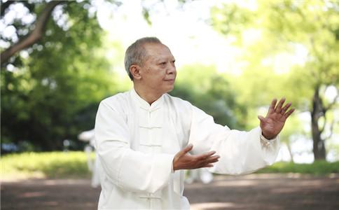 老人晨练的4个好处:清胃肠排毒素