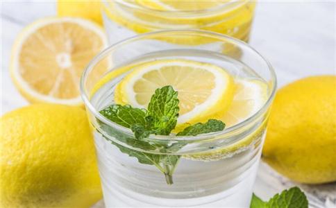 柠檬水怎么喝才养生 柠檬水有什么好处 柠檬水的做法