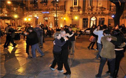 跳踢踏舞的好处 老年人跳舞的好处 学会踢踏舞的技巧