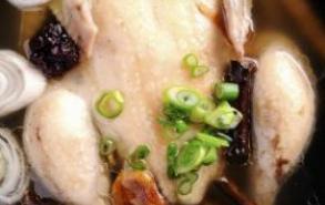 产后坐月子 吃公鸡还是吃母鸡
