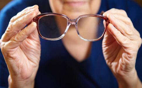 老人如何选购老花镜 什么适合要戴老花镜 老人如何保护眼睛