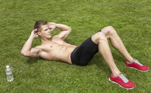 夏季男性健身做什么运动 男性夏季的健身项目 夏季最适合男性的健身运动
