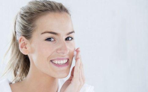 夏天皮肤容易出油怎么办 夏季护肤如何控油  夏天皮肤容易出油怎么护理
