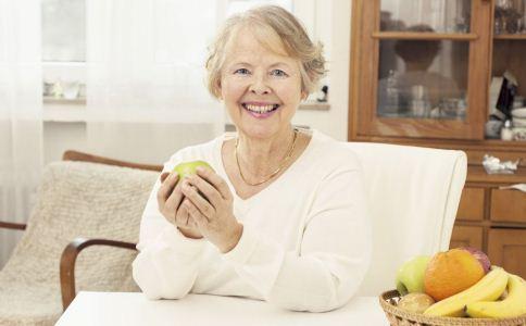 老人夏季吃哪些水果好 老年人吃水果的原则 哪些水果适合老人吃