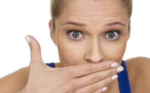 口臭怎么办 口臭如何治疗 口臭的原因有哪些