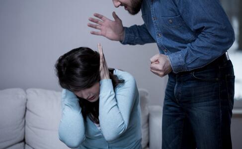 刘洲成被曝家暴 家暴有什么危害 家暴的危害有哪些