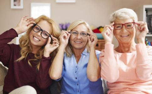 老年人如何选购老花镜 老年人选购老花镜的方法 老花镜什么材质的好
