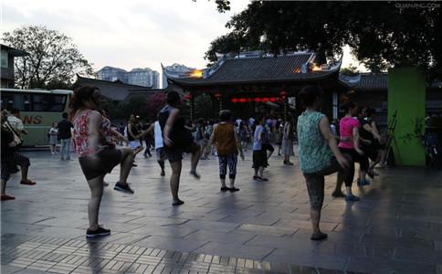 夏季跳广场舞的八个注意事项