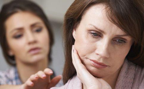 更年期有哪些症状 怎么度过更年期 女性更年期的常见症状