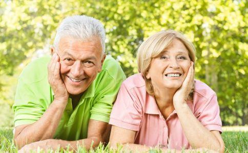 和老人交谈要注意什么 如何让老人开心 让老人开心的方法