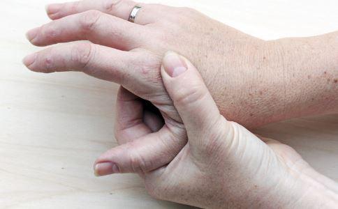 产后手指关节痛怎么办 产后关节痛怎么办 产后手腕关节痛