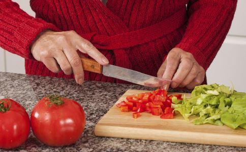 西红柿减肥效果好吗 吃西红柿可以减肥吗 晚间西红柿减肥食谱