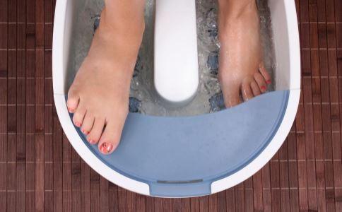 什么时候泡脚能补肾 泡脚加什么好 怎么泡脚才对