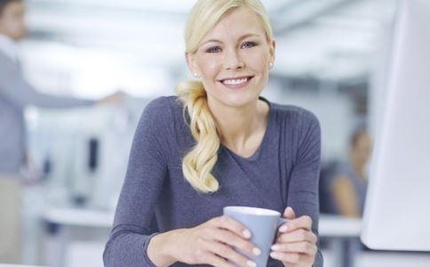 白领要慎喝咖啡 推荐几招提神方法