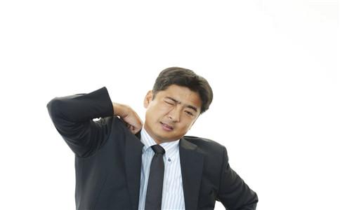 颈部肌肉拉伤如何治疗 肌肉拉伤有什么症状 颈部运动有哪些