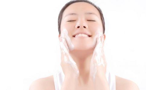 夏季怎么保湿 夏季如何补水 夏季肌肤补水的方法