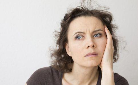 女性更年期年龄和症状 女人如何度过更年期 女性几岁进入更年期